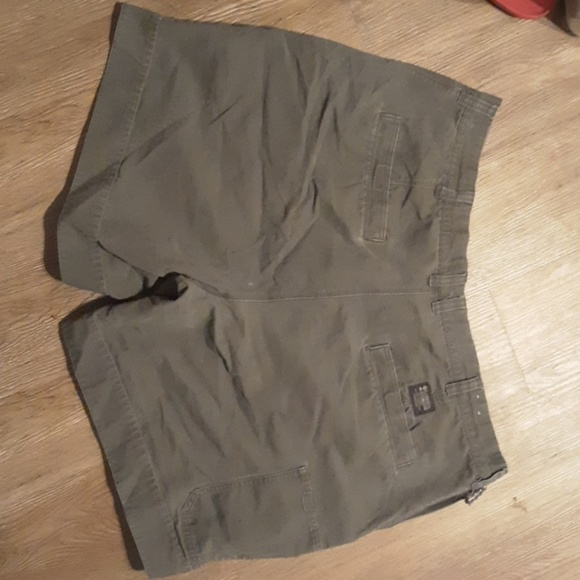 Columbia Other - Columbia shorts size 42